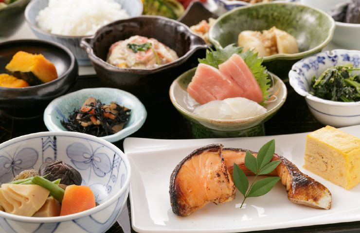 Japanese and Western cuisine make happy bodies