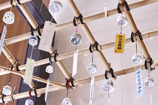 """Imari-style wind bells called """"Furin"""" are exhibited"""